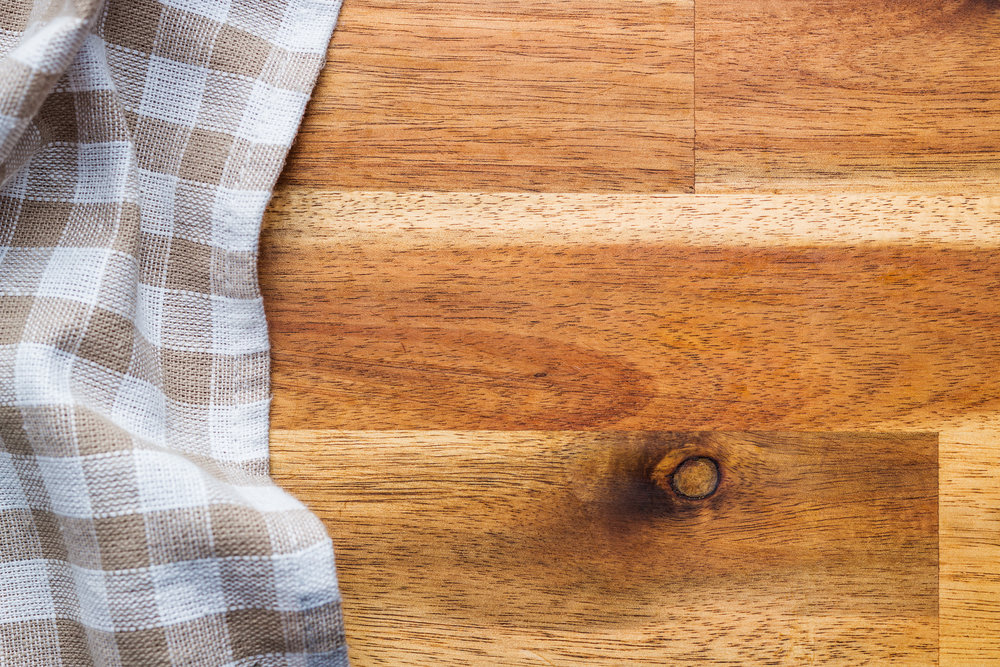 checkered-tablecloth-over-wooden-table-PPHQ9DB.jpg