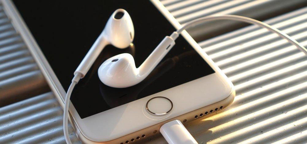 iPhone-7-EarPods-headphones.jpg