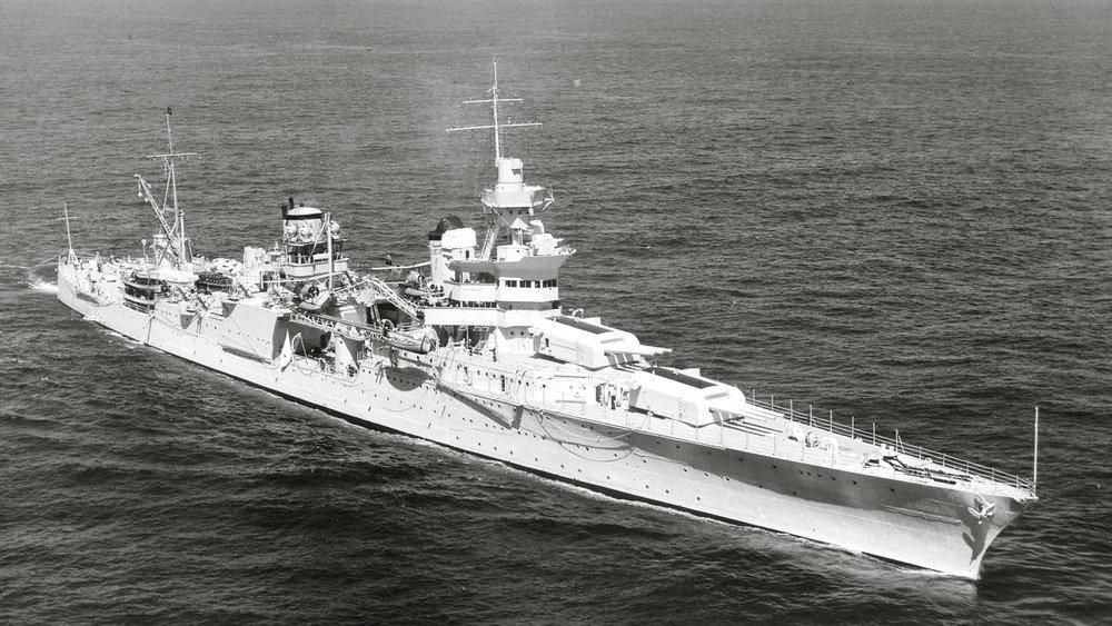 USS_Indianapolis_(CA-35)_underway_at_sea_on_27_September_1939_(80-G-425615).jpg