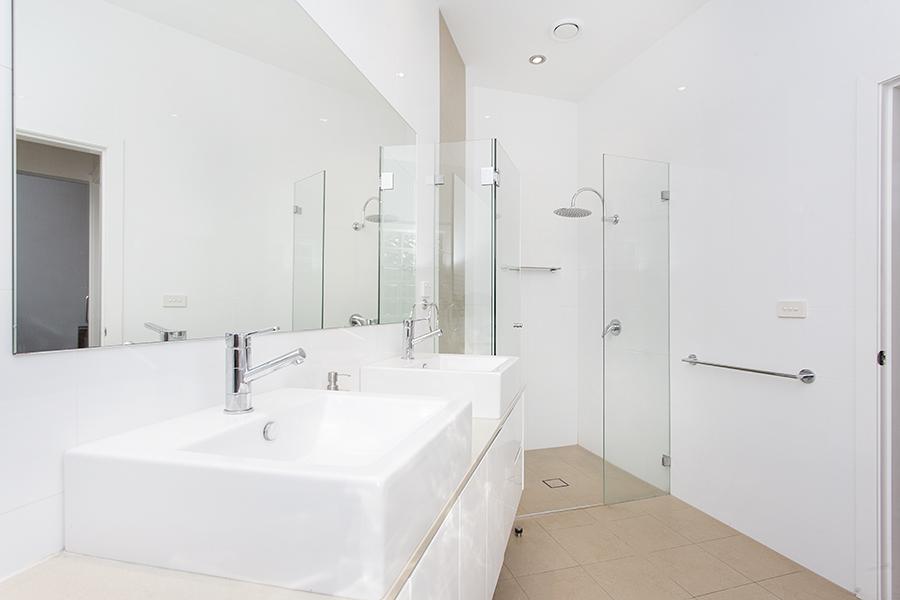 Trent garrys bathroom 1.jpg