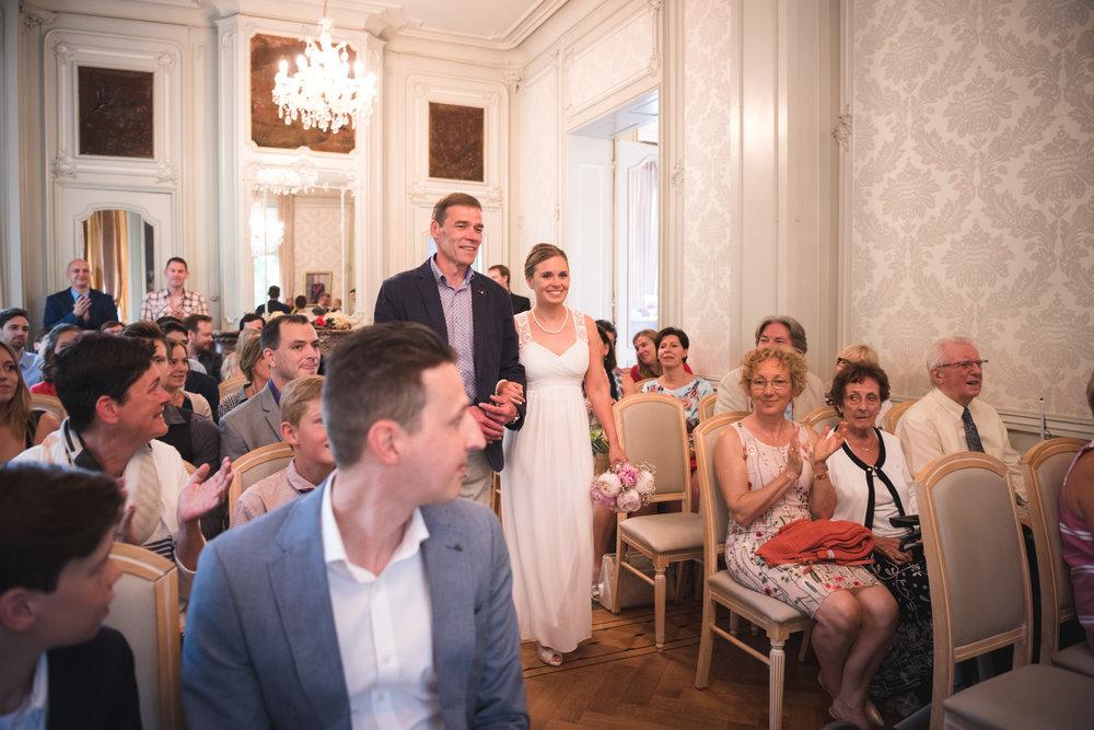 Bruid en vader trouwceremonie