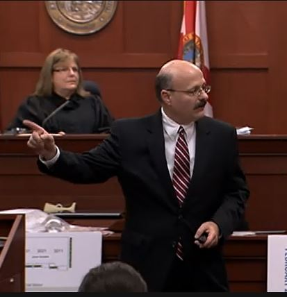 Prosecutor-Bernie-de-la-Rionda-points-at-George-Zimmerman-during-closing-argument.jpg