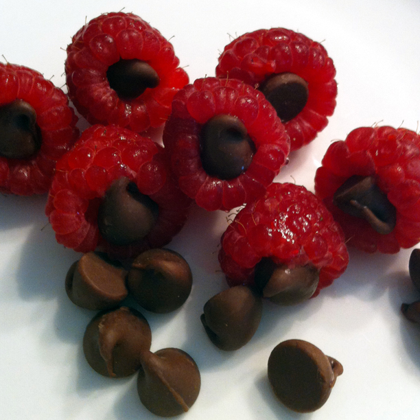 chocolate chip-stuffed raspberries @ohbotherblog