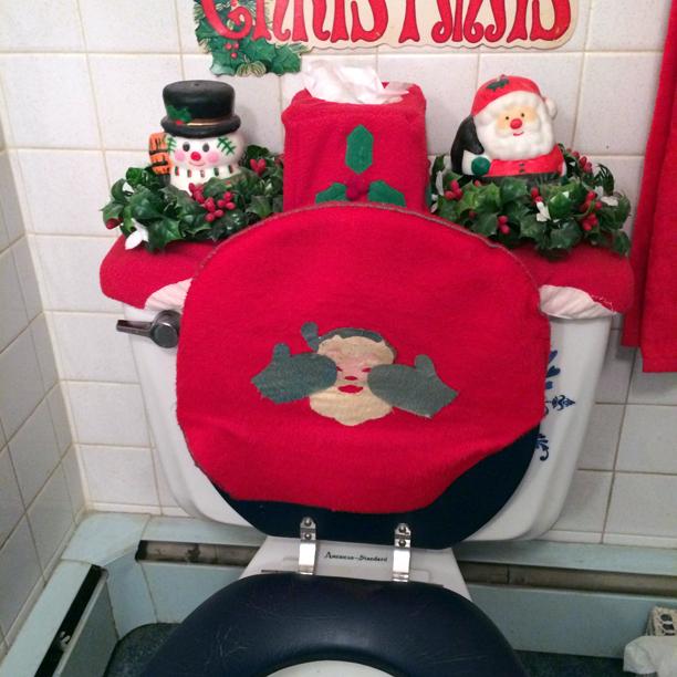 Vintage peek-a-boo Santa toilet seat cover Christmas decoration @ohbotherblog