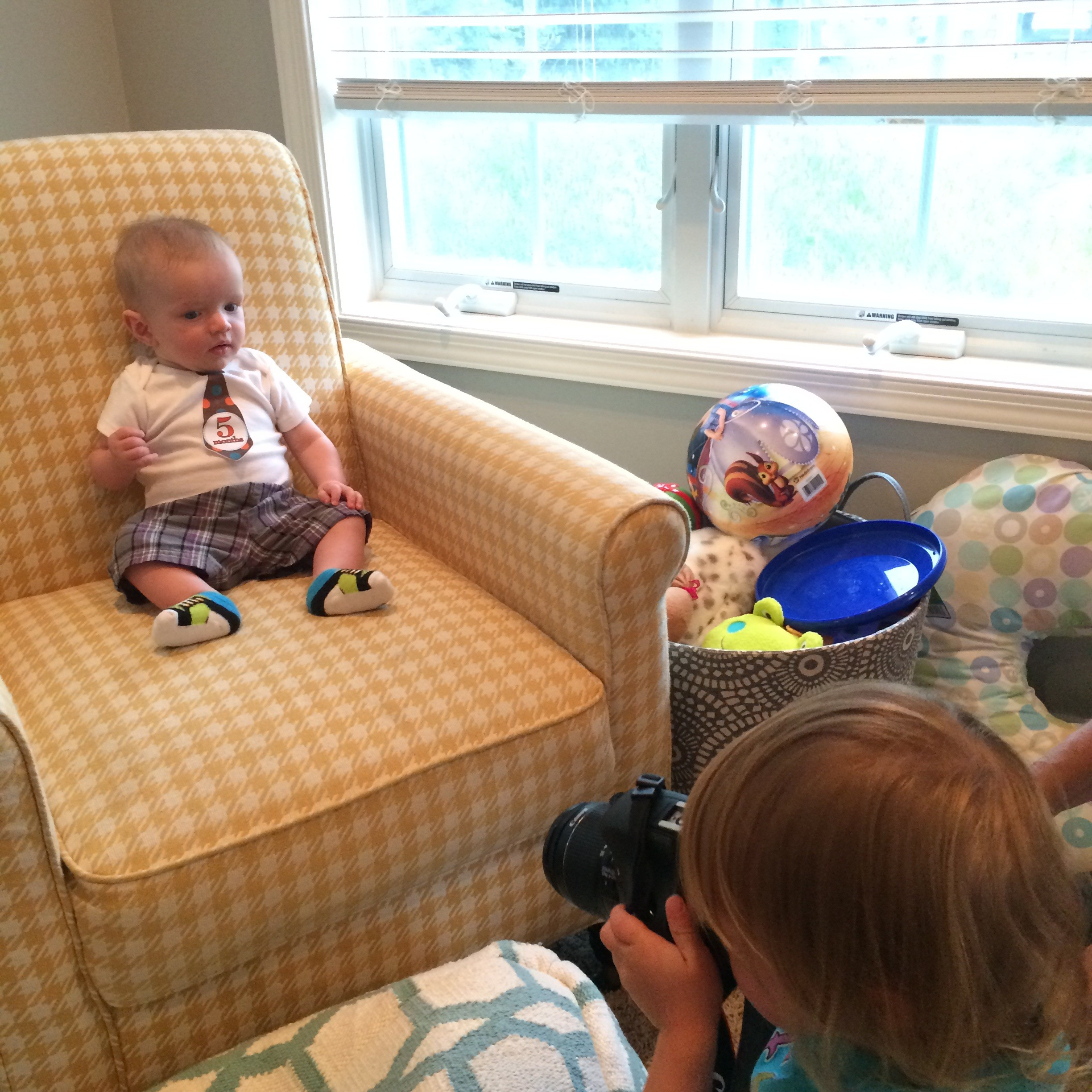 Behind the scenes baby photo shoot @ohbotherblog