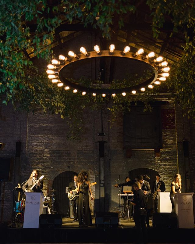 Who's ready to dance? Our Floral Ring Chandelier lit up the dance floor at this incredible @basilicahudson wedding. . . Photo: @jessicalorren Planning: @nancyharrisevents Venue: @basilicaweddings Florals: @dark_and_diamond Band: @hanklanemusic . . #lnjwedding #lnjweddings #basilicahudson #basilicaweddings #basilicawedding #hanklaneband #dancefloor #weddingreception #weddingdesign #weddinglights #weddinglighting #hudsonvalleyweddings