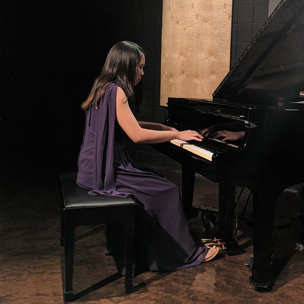 Kathleen Liang , piano
