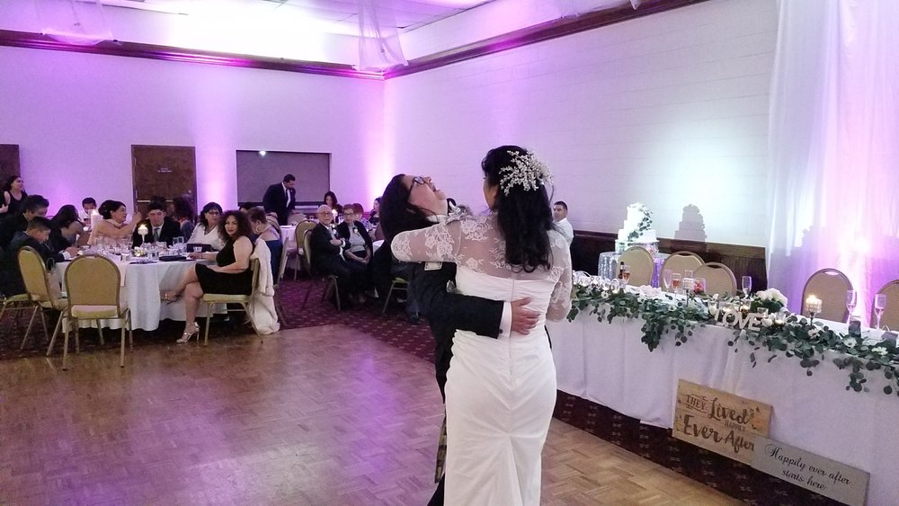 The happy couples first dance