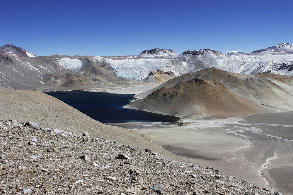 1599px-Laguna_Corona_del_Inca,_5400_msnm.JPG