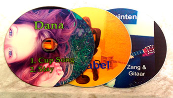 - CD opnemen: Een nieuw onderdeel in de Klankentuin is de optie CD opnemen. Hierbij gaan we de liedjes, die je op les oefent - eventueel met zang erbij of andere favoriete muziek, die je hebt leren spelen - tijdens de les opnemen op CD.