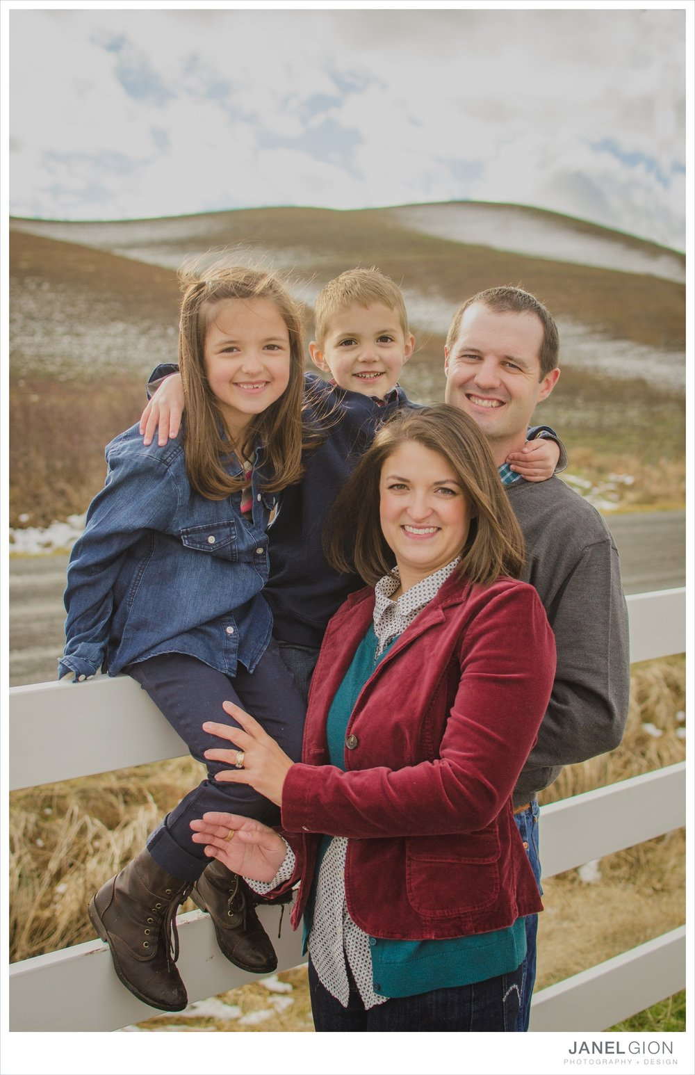 North-Idaho-Family-Children-Photographer-Year-in-Review-Contest-2013-Lifestyle-Family-Portraits-by-Janel-Gion-Photography_0057.jpg