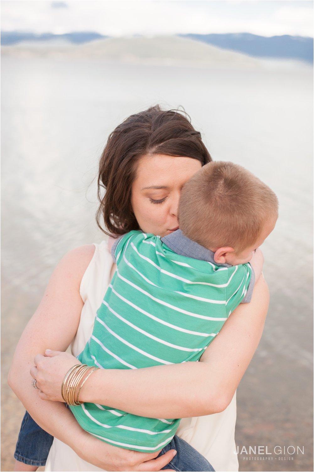 Janel-Gion-Sandpoint-Idaho-Portrait-Family-Photographer_0004