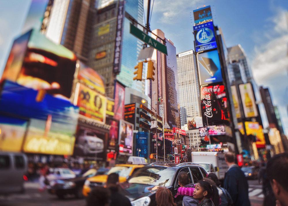 New-York-City-Times-Square-senior-photos.jpg