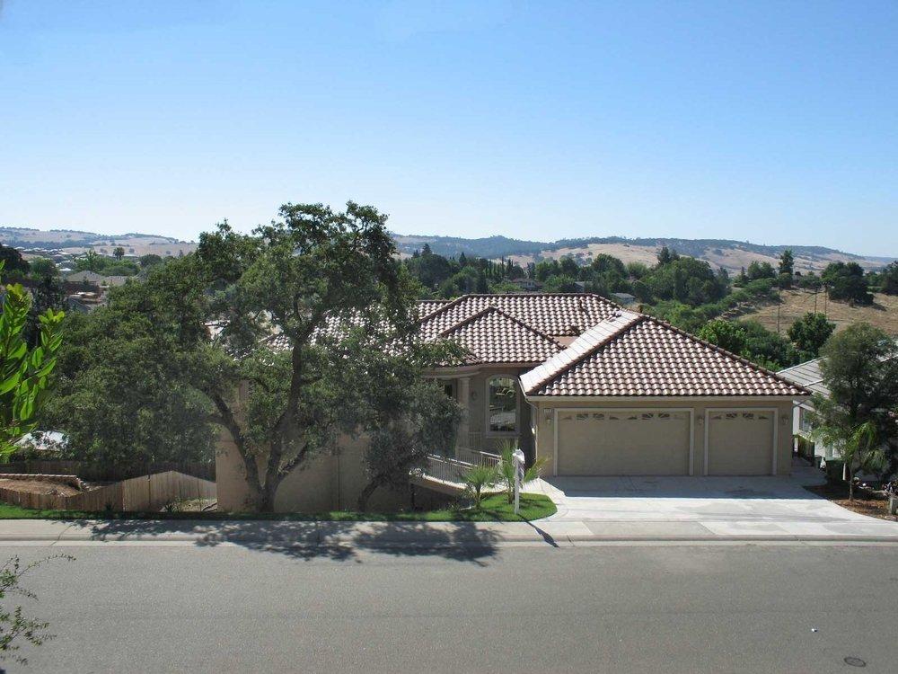 La Cresta Village