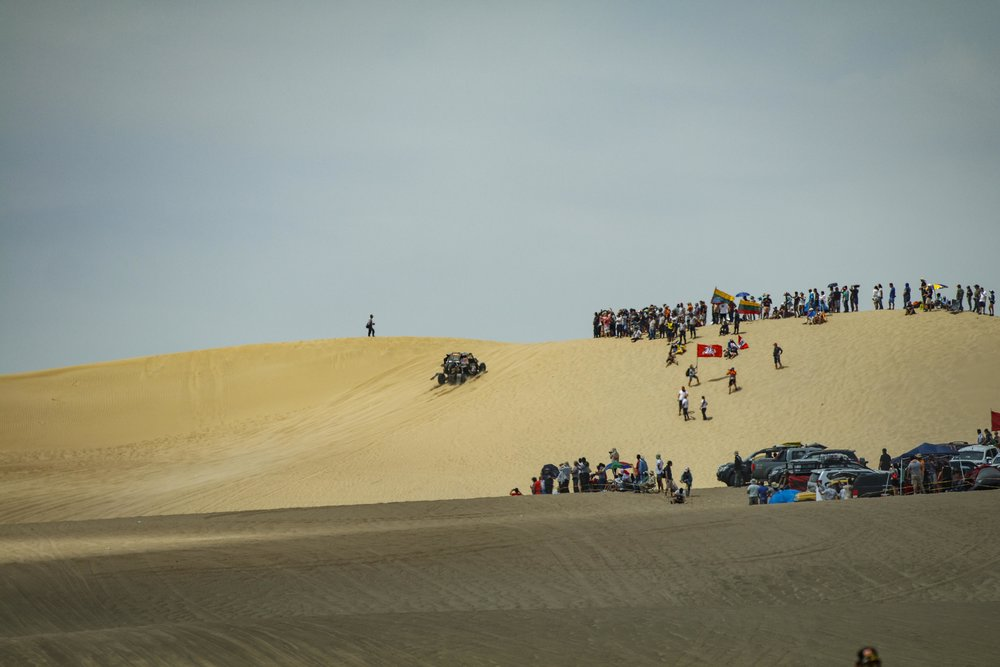 Climbing the first dune right off the start.