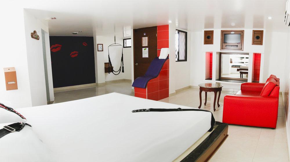 GRANDE sin parqueadero - Una suite para aprovechar cada espacio en pareja, parejas, grupos o amigos y explorar las fronteras sexuales individuales o grupales.Más detalles ➝