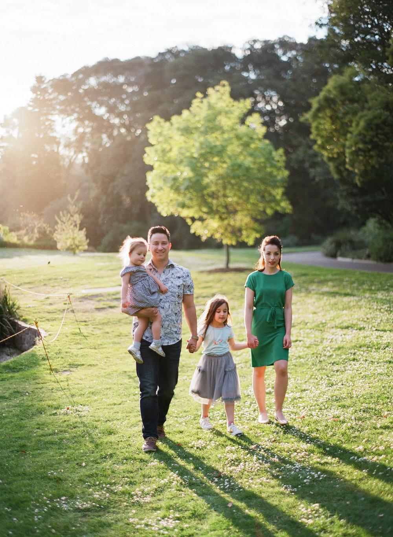 family (4 of 12) - 000077300005.jpg