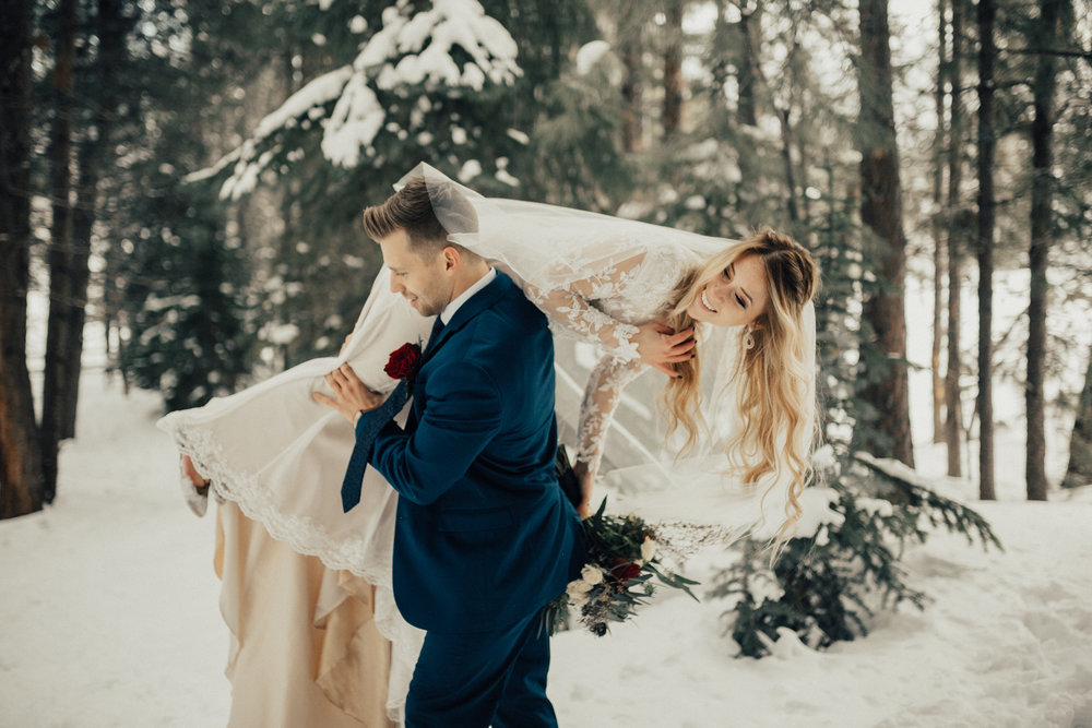 winter bridal first look session