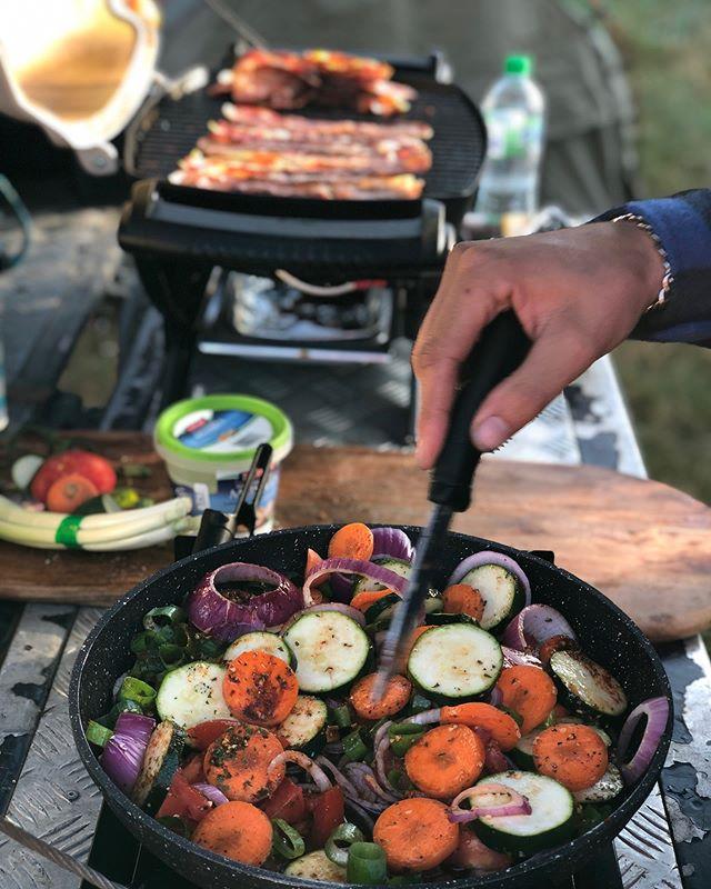 No better way to cook than on the back of the defender!  @webergrills a #lokelladventure #td5 #defender #landrover #landcruiser #adventuretime #adventuremobile #feldonshelter #terrafirma #alloyandgrit #onelifeliveit #empiretuning #lokelladventures #newzealand #landroversoffroad #landroverdefender #landy #defender110 #defender130 #runva #troopy