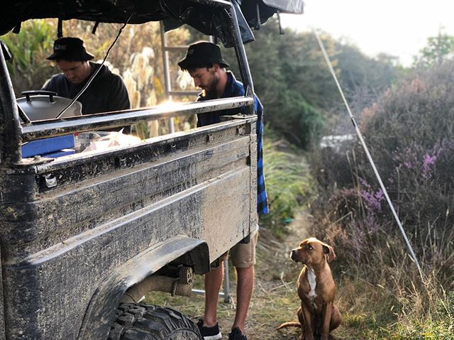 The perfect morning.  @webergrills a #lokelladventure #td5 #defender #landrover #landcruiser #adventuretime #adventuremobile #feldonshelter #terrafirma #alloyandgrit #onelifeliveit #empiretuning #lokelladventures #newzealand #landroversoffroad #landroverdefender #landy #defender110 #defender130 #runva #troopy #sunrise #goldenhour