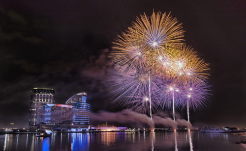 Dubai_shopping_fireworks-500x308.jpg