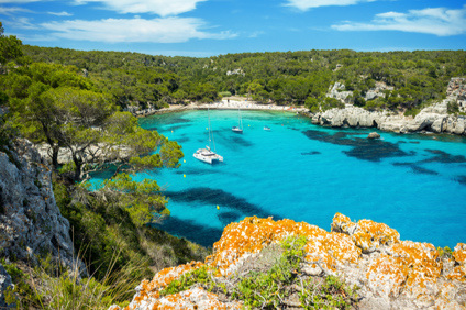 Dream holidays at dream locations - captain included - Yachting holidays on the chic Côte d'Azur, in Croatia's yachting paradise or around the hip Balearic Islands. Buy yachting holidays and visit the most beautiful sea destinations. Your private captain is part of the deal.