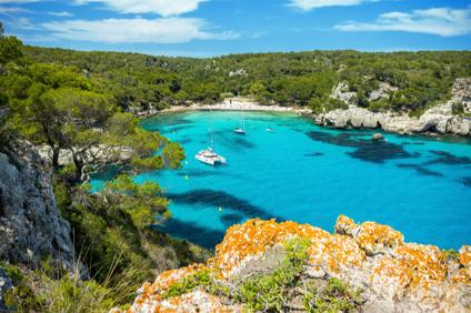 Traumurlaube an Hotspots - Kapitän inklusive - Yachturlaub an der schicken Côte d'Azur, im Yachtparadies Kroatien oder auf den hippen Balearen - Ersteigern Sie Ihren Yachturlaub an den schönsten Destinationen der Meere - Ihr persönlicher Kapitän ist stets inkludiert.
