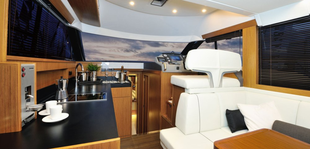 C_Bavaria 420_Fractional Yachting (5).jpg