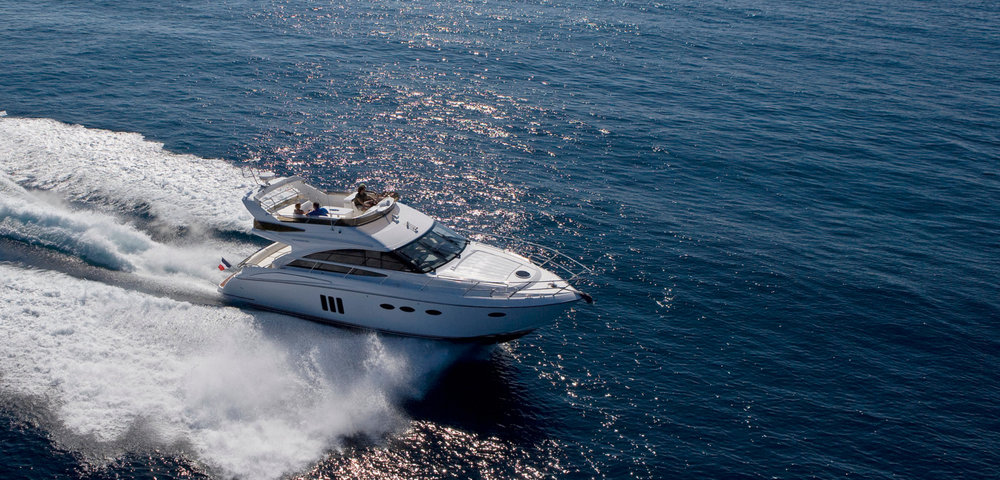 Ihre Cruising-Yacht - Die sportliche 15 Meter Yacht Princess 50 kombiniert gemütlichen Komfort mit hochmoderner Technologie und der ideale Begleiter für Ihren Trip durchs Mittelmeer. Sie bietet 3 Doppelkabinen für 6 Gäste und eine großzügige Flybridge zum Entspannen. MEHR ERFAHREN ZUR YACHT >>