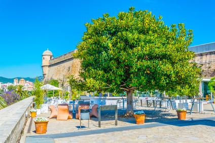 Moderne Kunst - Hohe Kunst, ohne anstehen zu müssen: Das Museum für moderne Kunst in Palma bietet nicht nur bunte Bilder von Picasso und Miró, der die letzten Jahrzehnte seines Lebens auf der Insel verbracht und ihr sein künstlerisches Erbe vermacht hat. Auch der Ausblick über die Altstadt und das Castell de Bellver von der Dachterrasse sind einfach einmalig.