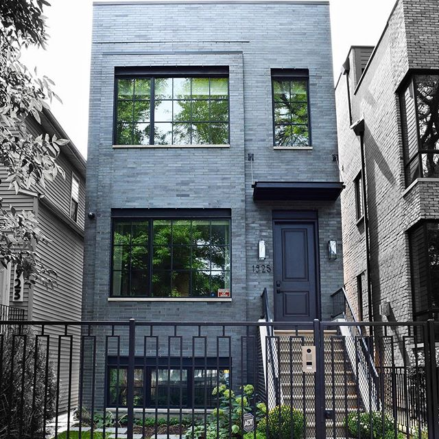Exterior shot of the West Town home we completed earlier this year 🍃☀️ • • • #greymark #greymarkdevelopment #newhomewhodis #luxurydesign  #customhome #custombuild #westtown 📸: @reagan___