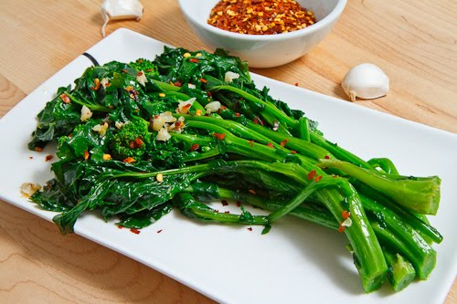 Braised rapini with garlic, olive oil, and chili flakes from closetcooking.com