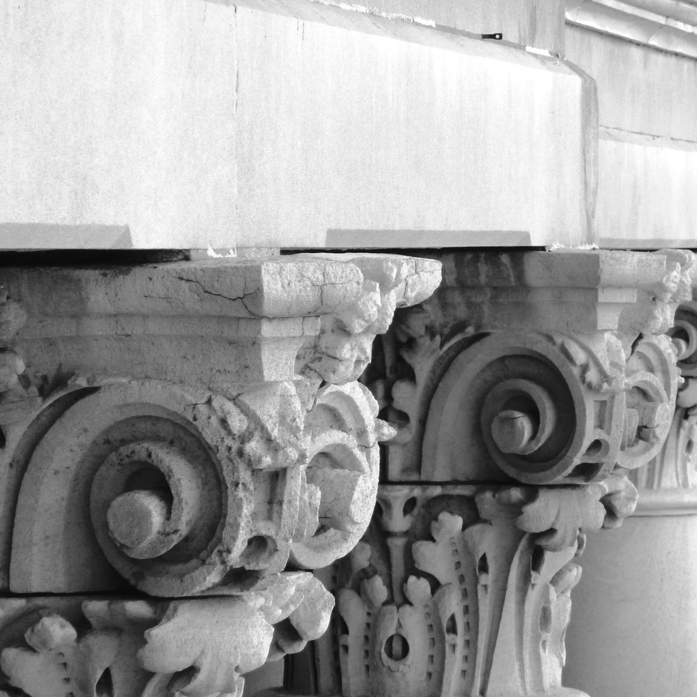 architecture-black-and-white-columns-105928.jpg