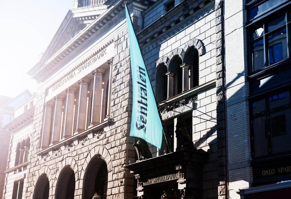 Sentralens+fasade+med+flagg.jpg