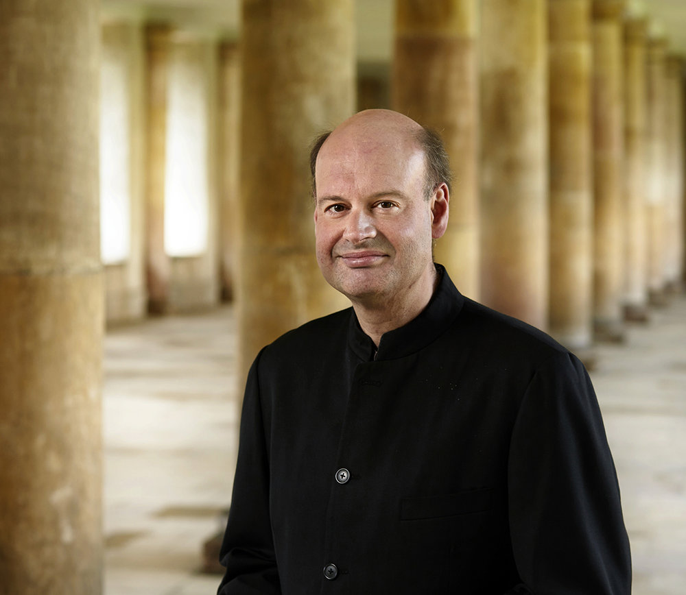 - Stephen Layton is one of the most sought-after conductors of his generation, especially in vocal music where he is a major influence as conductor. He is principal conductor and artistic director of Polyphony as well as The Choir of Trinity College Cambridge and Holst Singers. Layton is regularly invited to collaborate with world-leading choirs and orchestras such as the Dutch Chamber Choir, SWR Vocal Ensemble, Estonian Philharmonic Chamber Choir, Eric Ericson's Chamber Choir, Orchestra of the Age of Enlightenment and London Sinfonietta. Layton has also won or been nominated for major international awards such as the Gramophone Awards, Grammy Awards and Diapason d'Or de l'Année. Layton works closely with contemporary composers in performing their works, and his longstanding collaborations with Arvo Pärt and John Tavener have resulted in a number of fantastic concerts and recordings.Photo: Keith Saunders