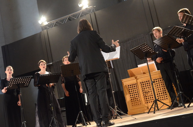 - The Kölner Akademie Chor consists of professional singers who collaborate with Die Kölner Akademie on a number of projects. The choir is flexible and performs a broad range of music, from Pergolesi and Bach to Kurt Weill and Arvo Pärt.