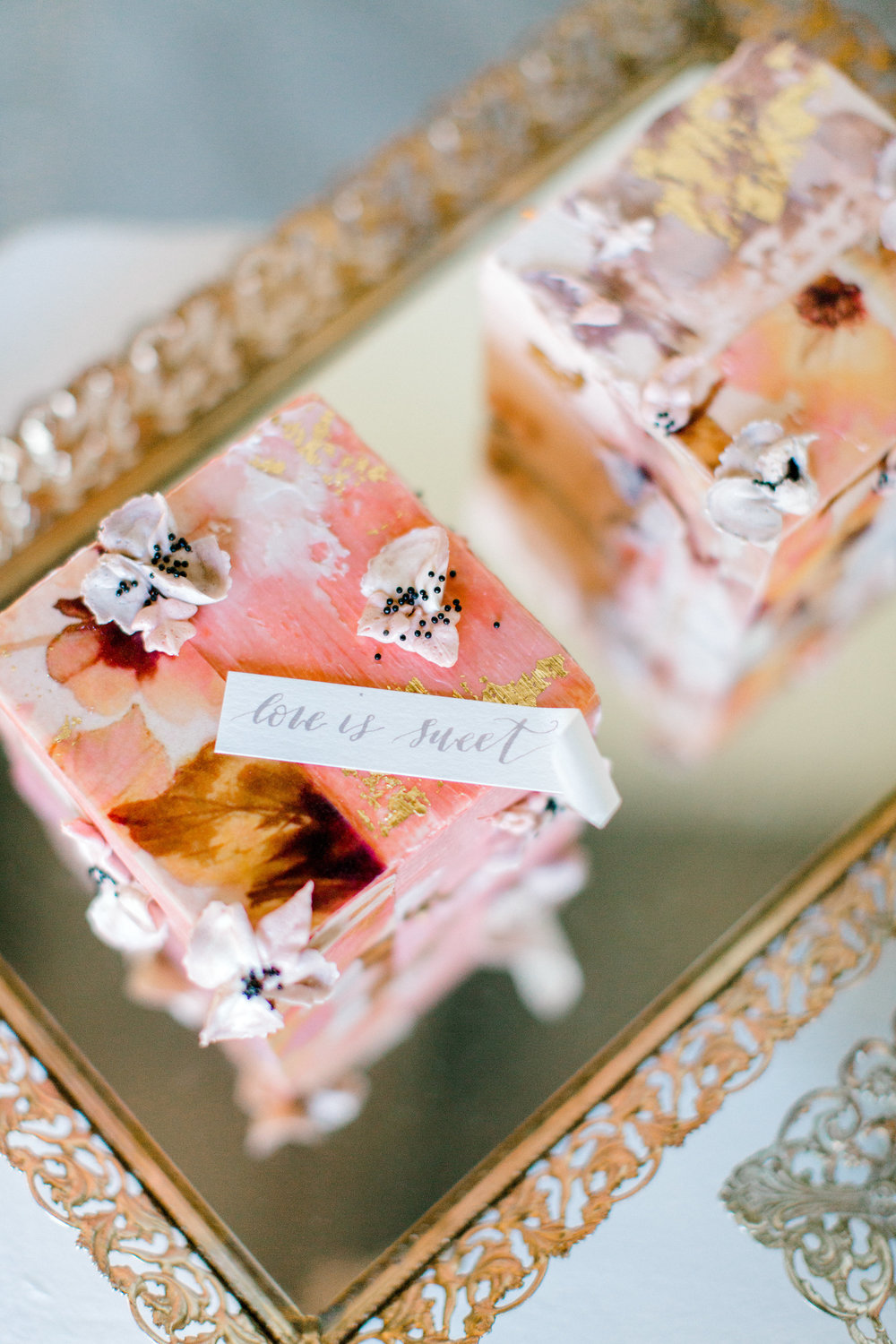 Photo By: Jess Imrie Photo | Planner: June Bloom Events | Cakelette: Love In Bloom Cakes