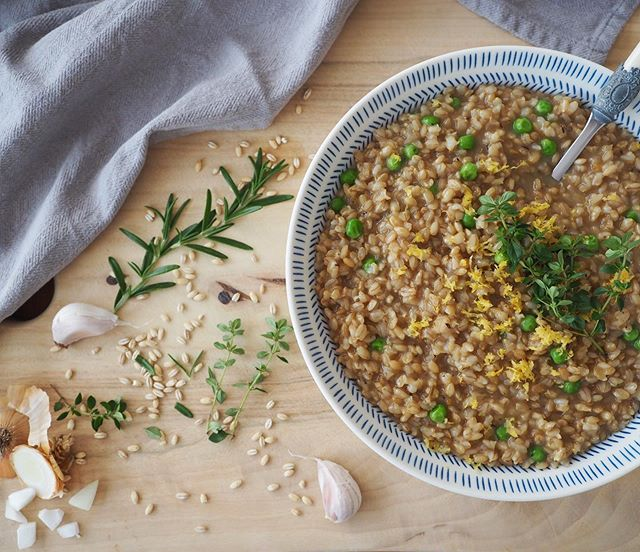 They say you shouldn't pick favourites, so let's just say I love this braised barley and peas the same as all the other stash recipes. It has such a punchy but neutral flavour profile it goes with EVERYTHING (and makes everything taste better). I challenge you to find a dish this won't improve. 🌱. See www.plantstash.com for recipe - link in bio