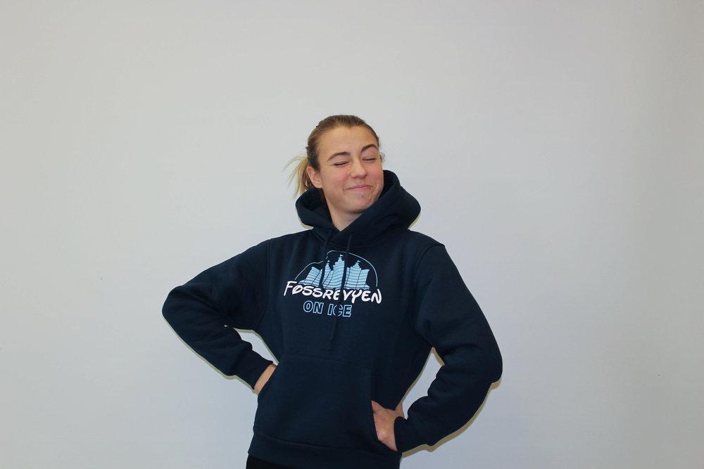 Live Rabo Lund-Roland - Live Rabo er en anerkjent skuespiller og sanger i det norske miljøet. For øyeblikket jobber hun som aktør i Fossrevyen On Ice.Karriere:Rabo debuterte som «Palme nr.3» i klasse 3C på Vinderen barneskolesoppsetning av Jungelboken (2008). To år senere deltok hun også i skolenstalentkonkurranse med «I'm yours» av Jason Mraz. Hennes gjennom-brudd kom da hun sang med koreograferte bevegelser på «åpen dag» på Sandaker Senter. I senere tid har hun vært å se i flere statistroller, blant annet i «Fraglene».Utmerkelser:Vant «Beste kostyme» på Halloweenfesten til Synnøve i 2009. I en alder av 18 år ble hun den yngste norske skuespilleren til å inneha tre nominasjoner til«Mandel i grøten».