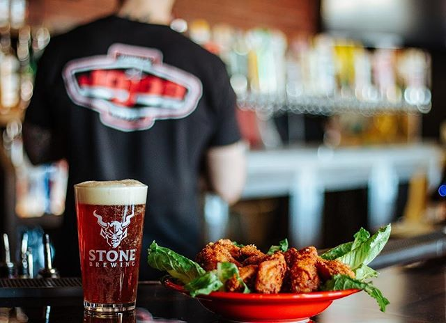 Jojos wings paired with your favorite beer! The perfect combo at @jojostaphouse!