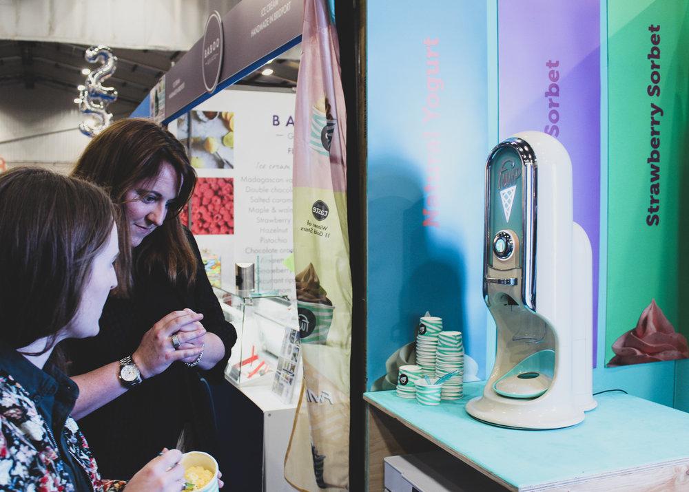 Look at that beautiful machine! Fro Yo from Londn based frozen yoghurt  Fwip