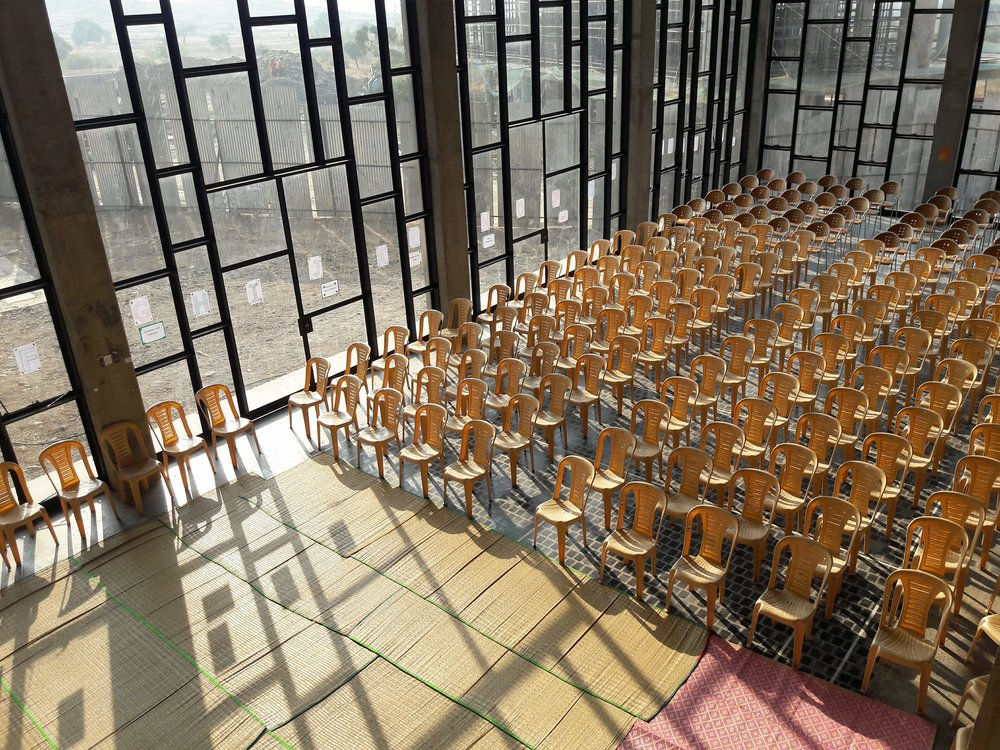 school trotters à l'Avasara Academy- grande salle.jpg