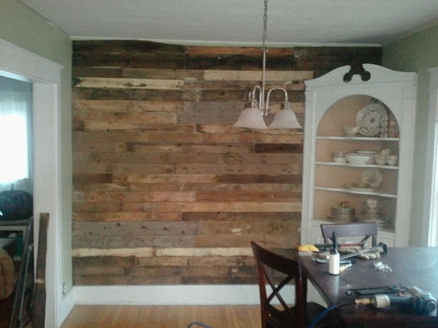 Dining room before of pallet wall