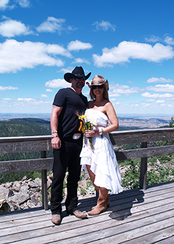 Getting married at Mt Roosevelt Friendship Tower