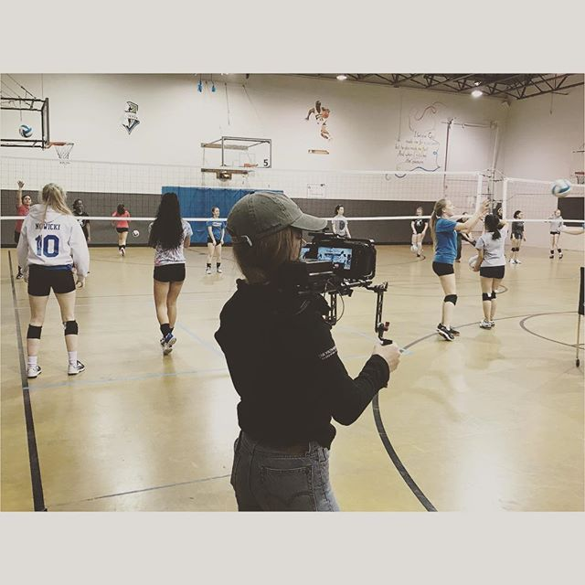 Hey look it's me! Successfully not dying while middle school girls serve volleyballs over my head. 🏐 @oaklightfilms #documentaryfilm #documentaryproduction #femaledp #femaledirector #bts #connect10k