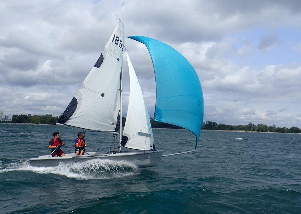 Sailing with a spinnaker - Sailing Fanatics sailing school Toronto