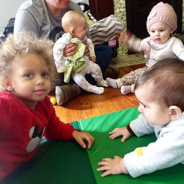 Baby play is a great outing when the weather is dreary. See you Thursday, 12-3. Hey, that's tomorrow! ☔☔☔ 👶🏾👶🏻👶 #mamashipmamalove #kidsplay #babyplay #louisvilleky #cleanthingstochewon #tummytime