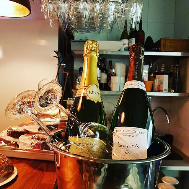 Snart Nyårsafton! 🎉🍾 #bennysbistroklovsjo #bubbel