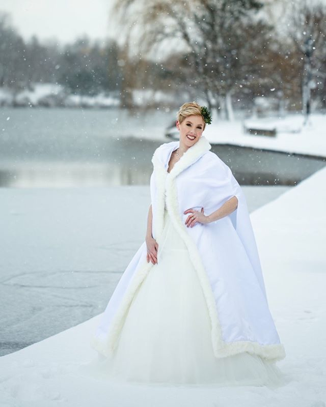 Annie had her fingers crossed for fresh snow and Buffalo came through! Perfect Winter wedding! 💕