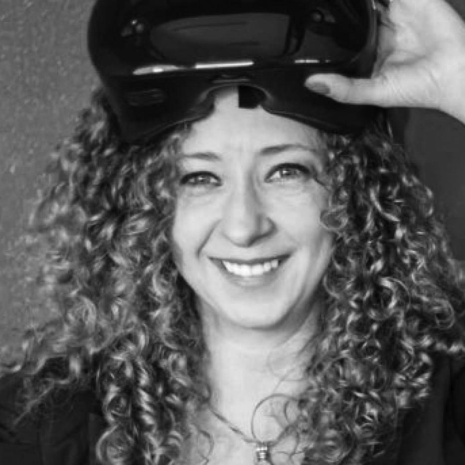 Rosario B. Casas, Co-creador - Rosario es una promotora de que haya más Mujeres en Tecnología. Emprendedora colombiana radicada en Nueva York con más de 7 años de experiencia práctica en plataformas de datos y tecnología y roles de dirección. Es co-fundadora de VR Americas LLC, una compañía dedicada a expandir la frontera de las tecnologías inmersivas - Realidad Virtual, Aumentada, Mixta — en aplicaciones industriales. También es Cofundadora de Business Creative Partners, una firma consultora especializada en operaciones de inversión directa en América Latina, con especial interés en tecnología, innovación y negocios digitales. Rosario es miembro de la Junta Asesora de Big Data en la Universidad de Rutgers y ha sido conferencista en TEDx, NAB Show, Augmented World Expo, Steamnista, The World Summit on Innovation and Entrepreneurship, The World Innovation Network TWIN Global, entre otros.Es una programadora principiante de Java, Android y Pytho.